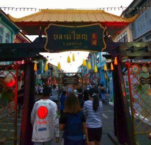バンコク、タニヤ通りの激安居酒屋はクルーズレストラン